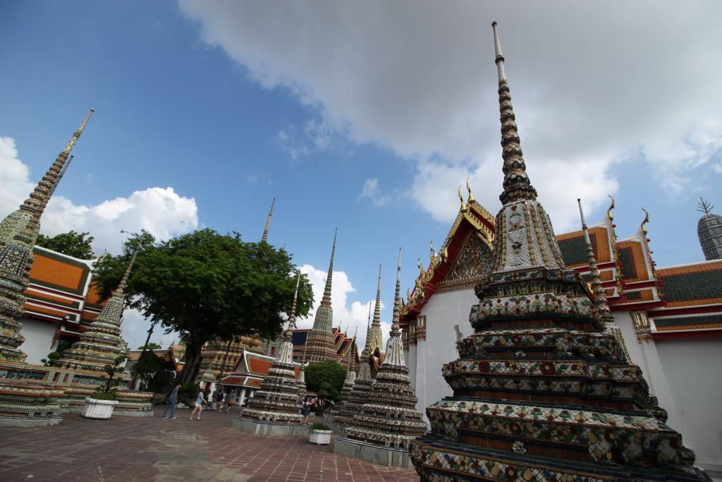 เดินไปทางด้านขวา ก็จะเป็นที่นวดไทยในตำนานวัดโพธิ์ แต่วันนี้อด YwY รอบหน้าต้องไม่พลาด มุ่งมั่น