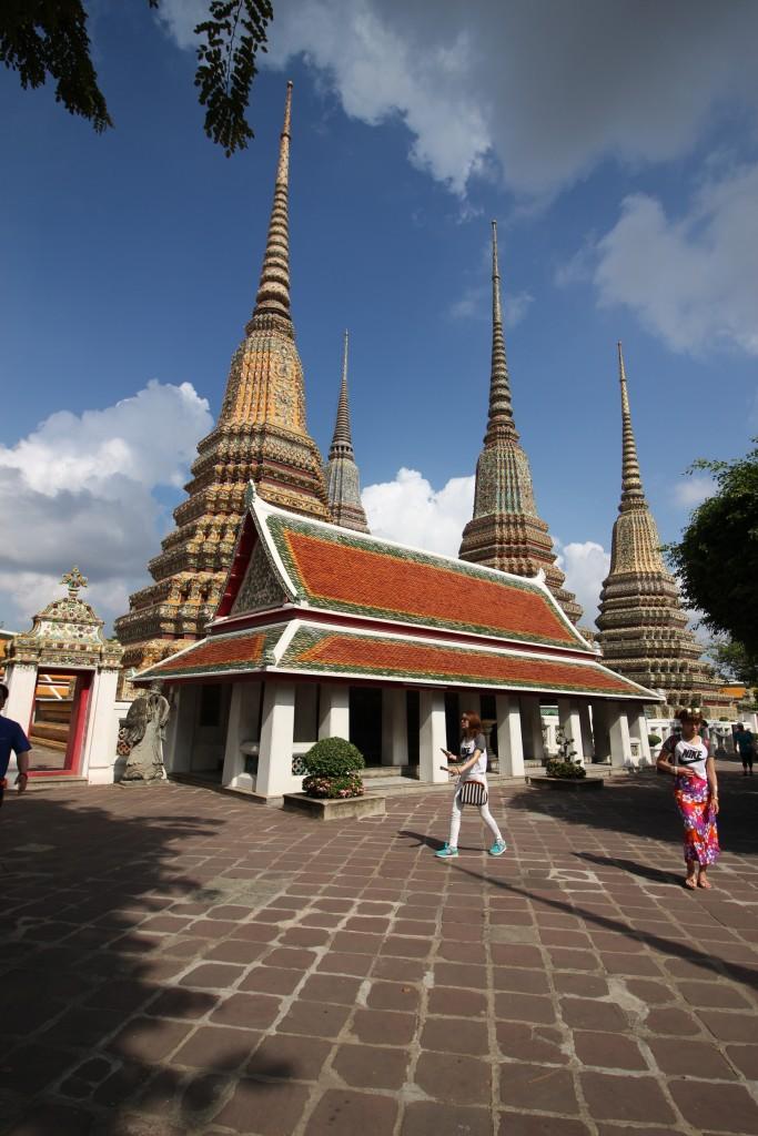 ส่วนใหญ่จะเป็นชาวต่างชาติโซนเอเชีย ถือว่าคนไทยมาเที่ยวค่อนข้างน้อย