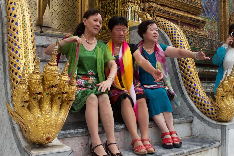 ชอบเจ๊สามคนนี้จริงๆ สีสันเสื้อผ้าชัดเจนมากว่าเป็นคนจีน ><