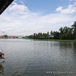 ร้านกาแฟน่านั่ง ริมน้ำ Riva Floating Cafe